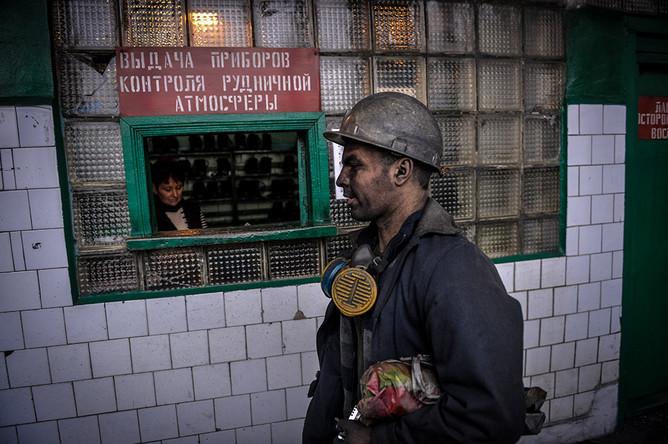 Шахтер после смены на шахте «Глубокая» в Шахтерске