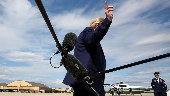 Президент США Дональд Трамп уходит от журналистов на базе Эндрюс, штат Мэриленд, 26 сентября 2019 года