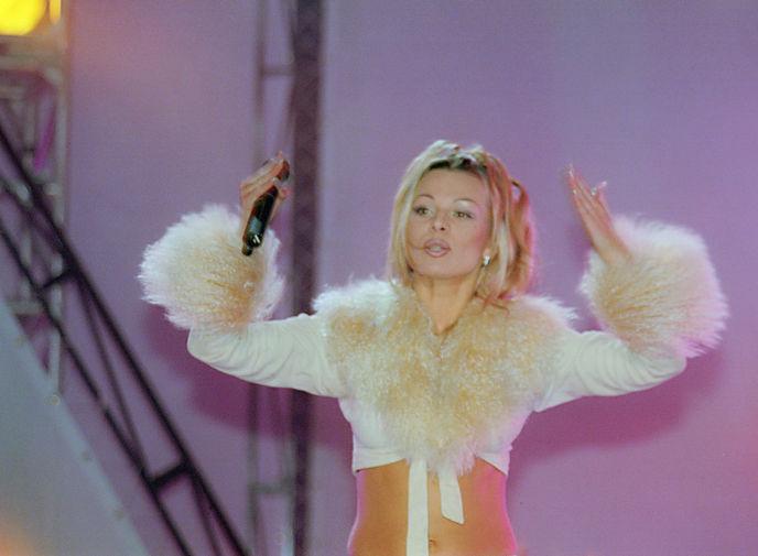 Ирина Салтыкова во время выступления, 1999 год