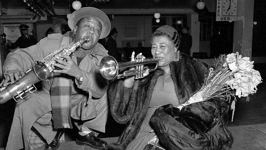 Элла Фицджеральд и Рой Элдридж в аэропорту Гамбурга, 1954 год
