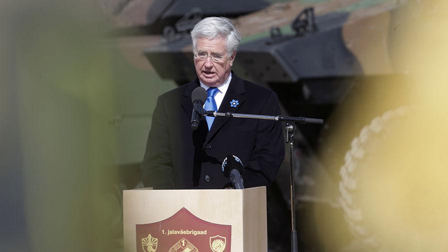 Министр обороны Великобритании Майкл Фэллон на церемонии развертывания батальона НАТО в эстонском...