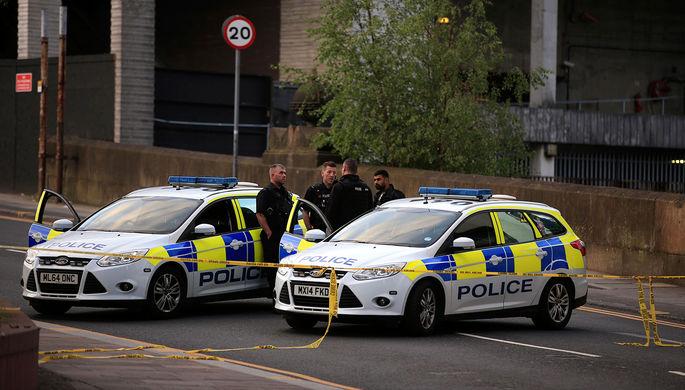 Полиция около стадиона «Манчестер Арена» после взрыва во время концерта Арианы Гранде, 23 мая 2017 года