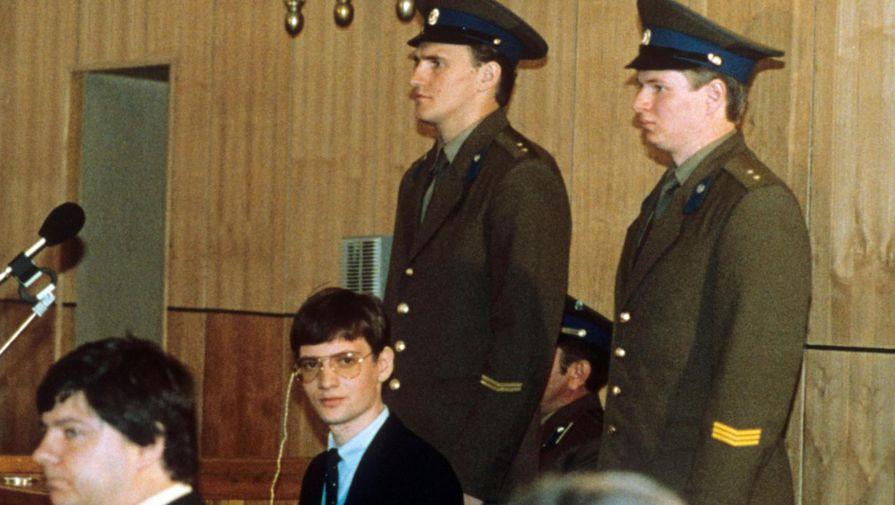 В суде Матиас Руст должен был отвечать за нарушение советской государственной границы, нарушение...
