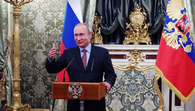 Президент России Владимир Путин во время встречи с членами правительства в Кремле, 6 мая 2018 года