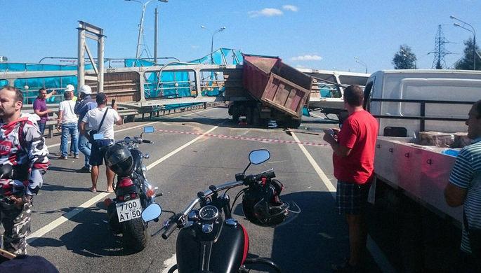 Последствия аварии с участием самосвала на Ярославском шоссе в Подмосковье, 31 июля 2018 года
