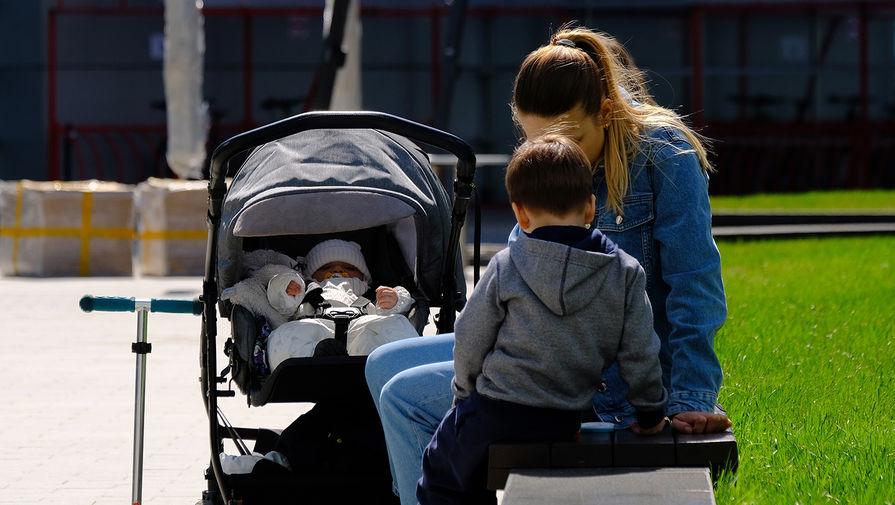Россияне подали более 2,6 млн заявлений на выплаты детям до трех лет