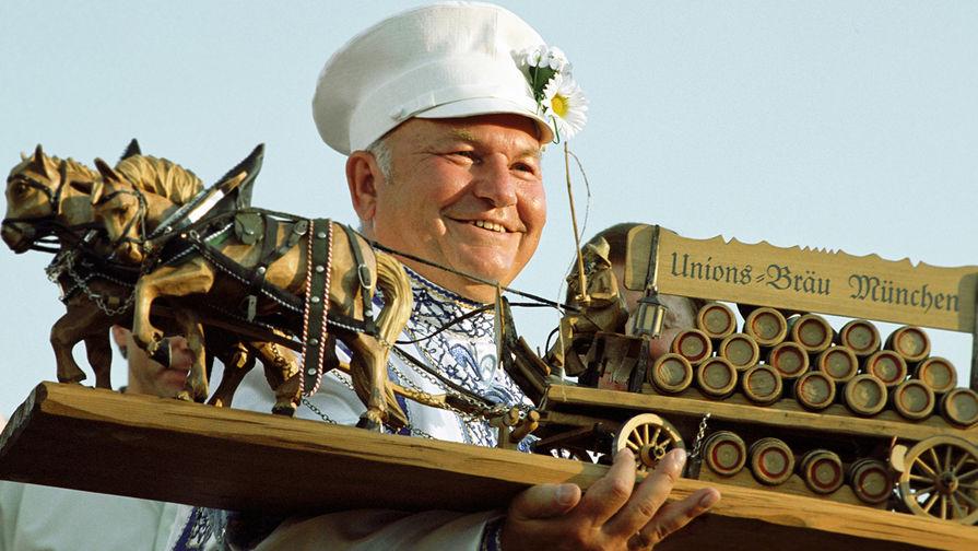 Мэр Москвы Юрий Лужков, 2001 год