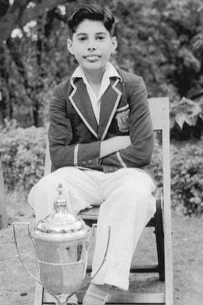 Первые шаги вмузыке начались уФредди Меркьюри ввозрасте 13 лет – тогда он со своими одноклассниками изшколы-интерната вИндии создал группу The Hectics. Солист Queen не был вокалистом впервом музыкальном проекте, а играл нафортепиано. Группа исполняла каверы и просуществовала три года. Потом семья Меркьюри переехала вАнглию