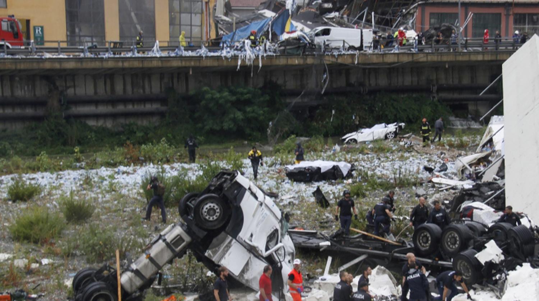 В Италии из-за ливней рухнул автомобильный мост, погибло более 20 человек
