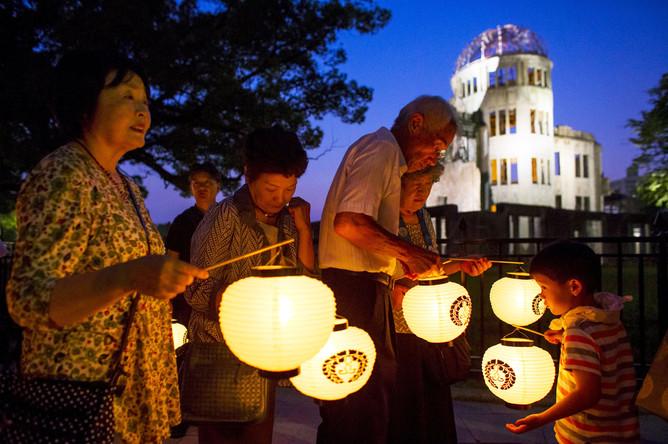 Церемония памяти жертв атомной бомбардировки проходит в Парке мира в японском городе Хиросима
