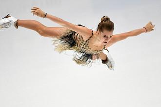 Елена Радионова выступает в короткой программе женского одиночного катания на чемпионате России по фигурному катанию в Санкт-Петербурге, 22 декабря 2017 года