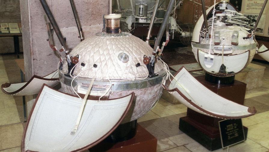 Космический аппарат «Луна-9» в музее НПО им. Лавочкина, 2004 год.