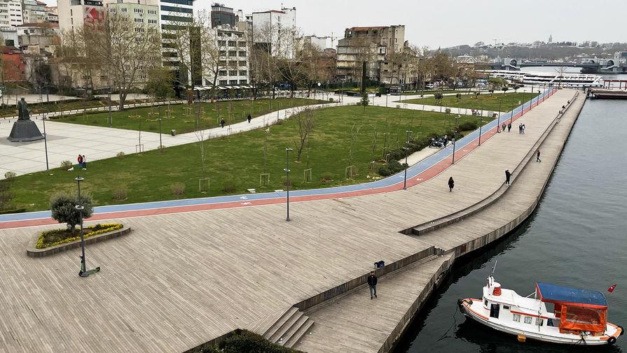Пустые улицы в Стамбуле, 18 апреля 2021 года