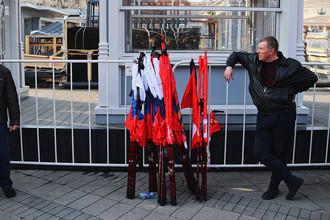 Участники акции памяти и солидарности «Питер, мы с тобой» в Москве