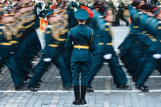 Военнослужащие на военном параде, посвященном 72-й годовщине победы в Великой Отечественной войне