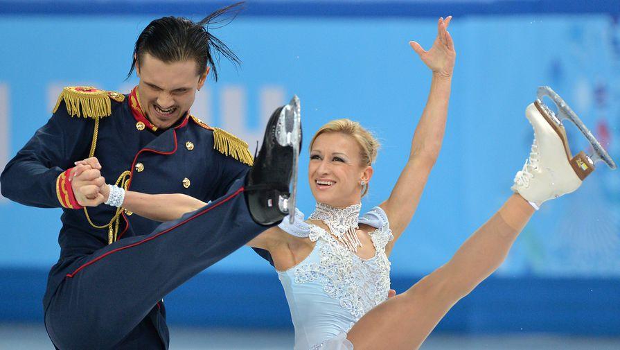 Татьяна Волосожар и Максим Траньков выступают в короткой программе парного катания на соревнованиях по фигурному катанию на XXII зимних Олимпийских играх в Сочи