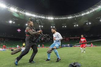 Актер Данила Козловский на съемках своего нового фильма на стадионе «Краснодар»