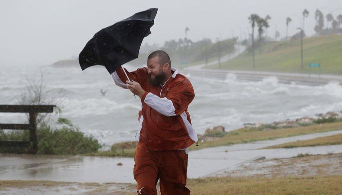 Сильный ветер перед ураганом в Корпус Кристи, штат Техас, 25 августа 2017