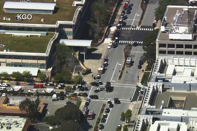 Ситуация около штаб-квартиры YouTube в Сан-Бруно после стрельбы, 3 апреля 2018 года. Скриншот из видео