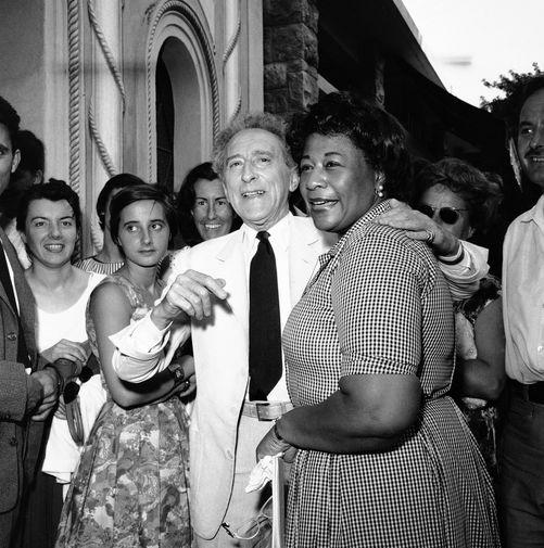 Элла Фицджеральд и французский поэт Жан Кокто на международном джазовом фестивале в Каннах, 1958 год