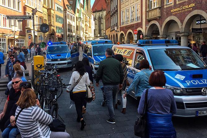 Полицейские автомобили у места происшествия