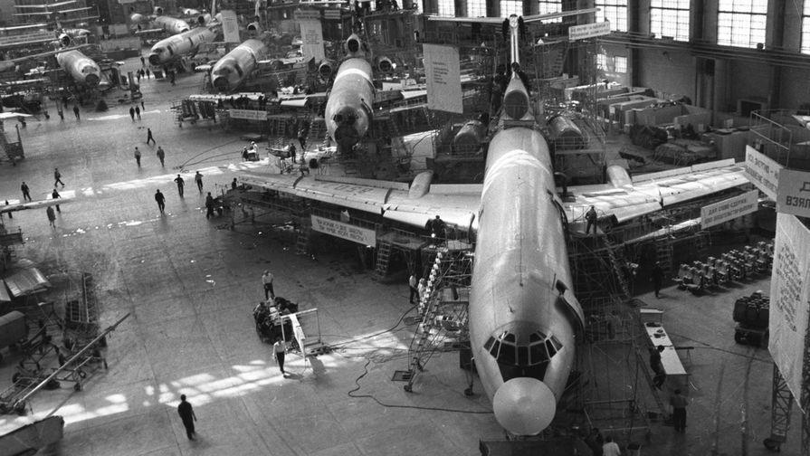 1974 год. Сборка реактивных лайнеров Ту-154