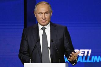 Президент России Владимир Путин выступает на пленарной сессии «Создавать партнёрства. Устранять разногласия» 10-го ежегодного инвестиционного форума ВТБ Капитал «Россия зовёт!», 28 ноября 2018 года