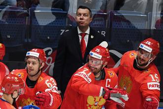 Главный тренер сборной России Илья Воробьев (в центре на втором плане) в матче группового этапа чемпионата мира по хоккею между сборными командами России и Италии, 15 мая 2019 года