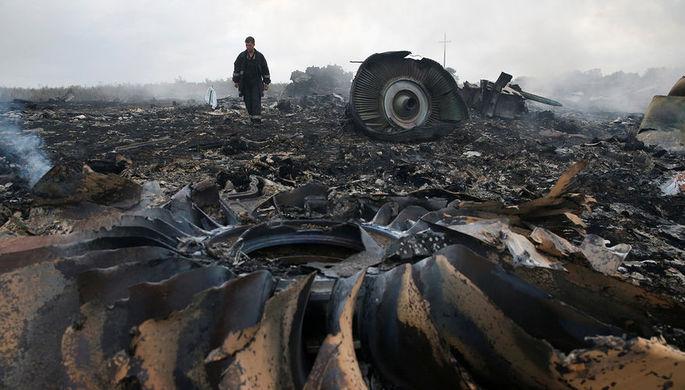 На месте крушения рейса MH-17 на Украине