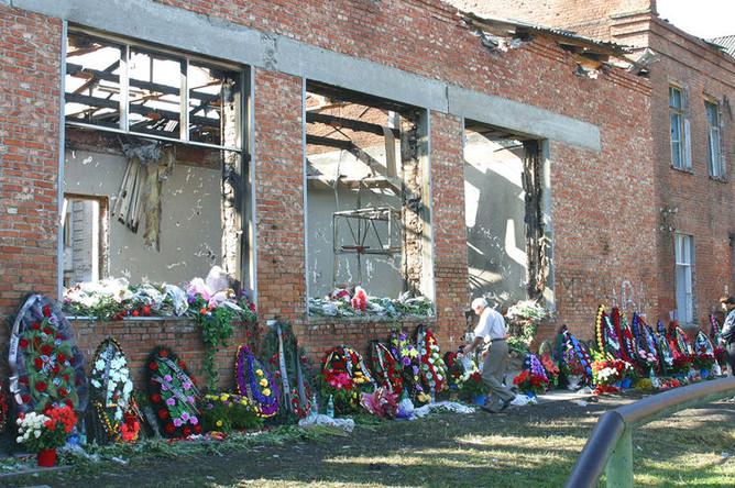 На месте трагедии, 8 сентября 2004 года