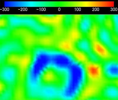 Одна из гравитационных аномалий, изученных системой «Кагуя» на обратной стороне Луны. Цвета кодируют отличия гравитационного поля от среднего значения. // JAXA/SELENE