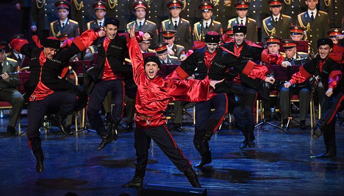 Выступление нового состава ансамбля песни и пляски Российской армии имени А.В. Александрова в Центральном академическом театре Российской армии в Москве