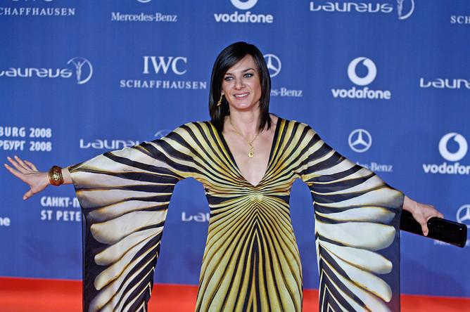 Российская легкоатлетка Елена Исинбаева перед началом церемонии вручения наград в концертном зале Государственного академического Мариинского театра, 2008 год