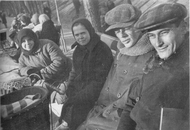 Илья Ильф и Евгений Петров на Гоголевском бульваре в Москве, зима 1932 года<br><br>Фотография из книги Ильфа и Петрова «Даешь Москву!» издательства «Эксмо»