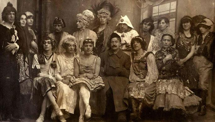 Члены подпольного «гей-клуба» в Петрограде 1921 году