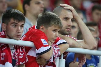 Болельщики «Спартака» во время предыдущего дерби с ЦСКА