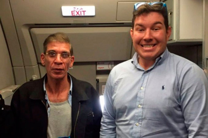 Британец Бен Иннес (справа) и захвативший самолет Egypt Air Сейф ад-Дин Мустафа