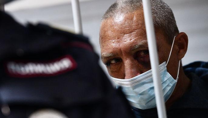 Обвиняемый Сергей Болков, открывший стрельбу в Екатеринбурге и ранивший двух человек, во время избрания меры пресечения в Чкаловском районном суде Екатеринбурга, 31 мая 2021 года