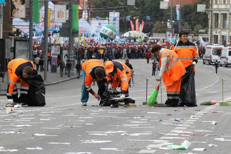 Движение автомобилей и общественного транспорта с 8 утра и до 22.00 было перекрыто на Тверской улице...