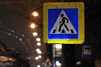Не уступив дорогу двум пешеходам, поздней ночью переходивших дорогу по «зебре», водителю и его приятелю пришлось иметь дело не только с ними, но еще и семью их приятелями