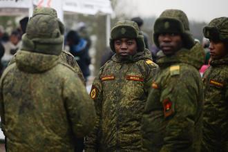 Военнослужащие Вооруженных сил Анголы на полигоне Луга в Ленинградской области в День ракетных войск и артиллерии