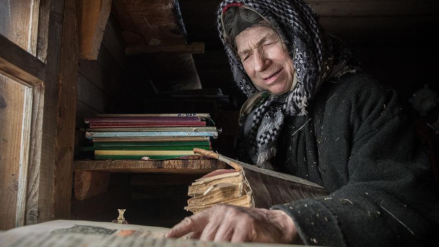 Сибирской отшельнице Агафье Лыковой доставили продукты и щенка