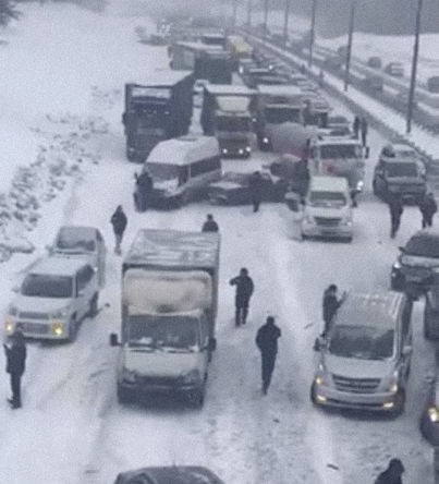 Последствия ДТП с участием 60 машин на Симферопольском шоссе в Подмосковье, 26 января 2019 года