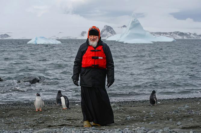 Патриарх Московский и всея Руси Кирилл во время визита на российскую полярную станцию «Беллинсгаузен» на острове Ватерлоо в Антарктиде