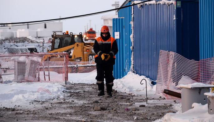 Не хватает рабочих рук: мигрантов возвращают на стройки России