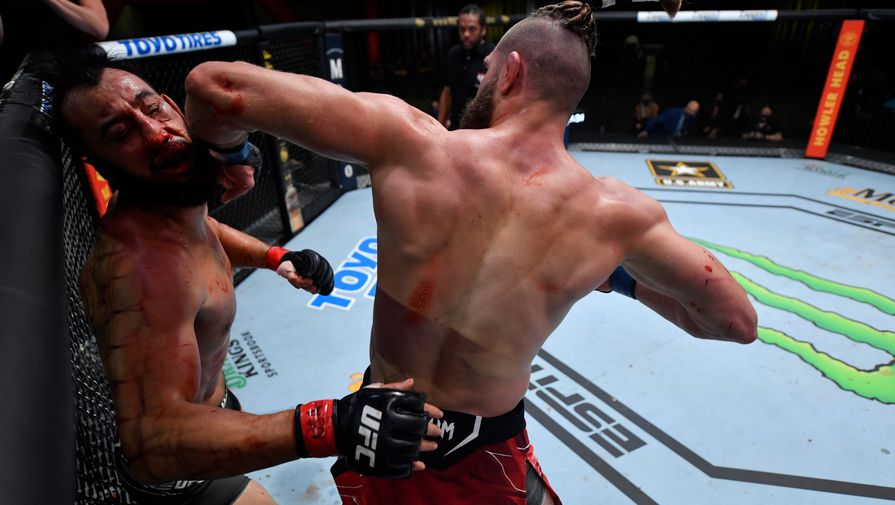 Иржи Прохазка нокаутирует Доминика Рейеса на турнире UFC
