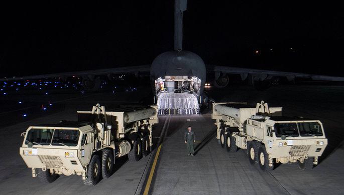 Комплексы THAAD после прибытия на авиабазу Осан в южнокорейском Пхёнтхэке, 6 марта 2017 года