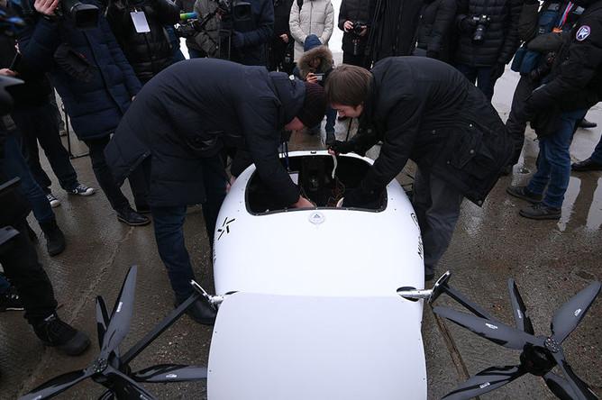 Подготовка к тестовому полету прототипа электролета в рамках презентации лаборатории городских полетов, 7 декабря 2018 года