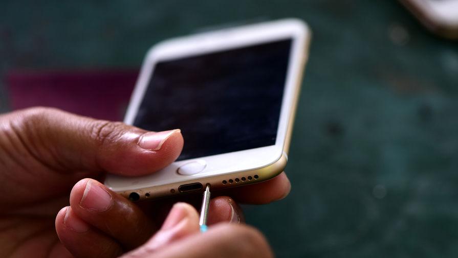 Эксперт объяснил, почему смартфон нужно класть экраном вниз