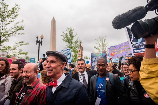 Американский инженер, актер и телеведущий — популяризатор науки Билл Най на «Научном марше» в Вашингтоне, 22 апреля 2017 года